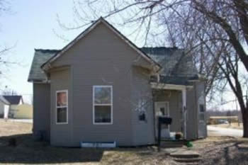 Foreclosed home in Huntsville, MO valued at $9,950)